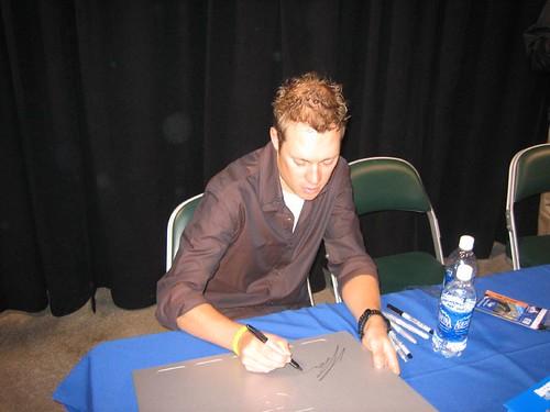 2005-11-09_08_tom_signing_workstation