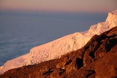 De gletsjer, prachtig verlicht door het licht van de opkomende zon