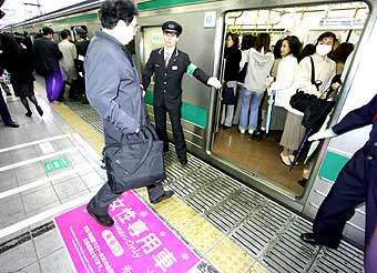Women only carriages in Tokyo 2005 - From Toykotimes' blog