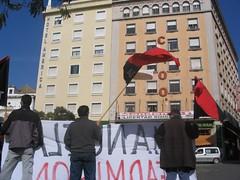 Protesta en una de las sedes de la patronal sevillana