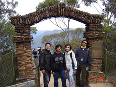 Pintu Gerbang ke Three Sisters Kat Blue Mountains, Australia