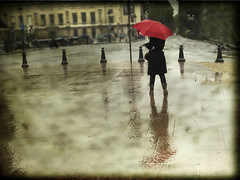 La chica del paraguas rojo / The girl of red umbrella photo by inmacor