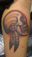 Skull with Feathers Tattoo photo by fernandotattoo