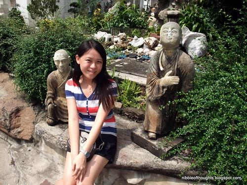 wat pho cute statue