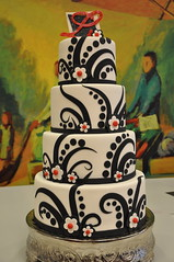 Fabulous black & white wedding cake photo by Designer Cakes By April