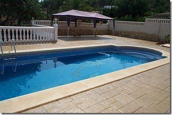 Pool Deck Surfacing That Will Make Your Pool Safe