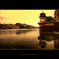 Lago Pichola, Udaipur photo by bit ramone (off/on)