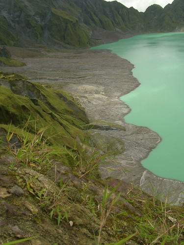 pinatubo crater lake green left side