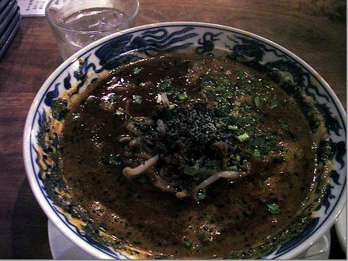 蒼龍唐玉堂 「黒胡麻担々麺」photo by OptioWP 暗かったので,かなりノイズが…。