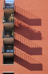 Van onderen! Amsterdamse balkonnetjes bezwijken