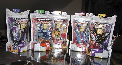 October 26, 2005 - Five new Cybertron figures