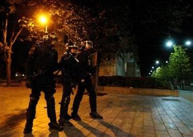 2005_11_07t100944_450x320_us_france_riots[1]