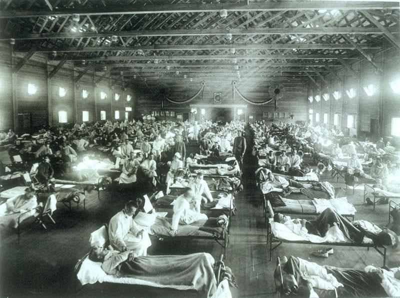 Временный госпиталь для больных гриппов в Канзасе, 1918 год.