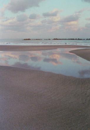 空を抱く海