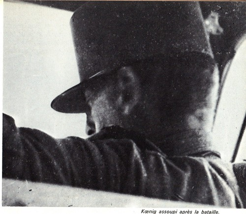 1942- Koenig - Libye- Bir Hakeim -  assoupi  après la bataille