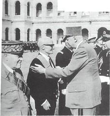 22 BMNA - Pierre Anthonioz décoré par le général de Gaulle