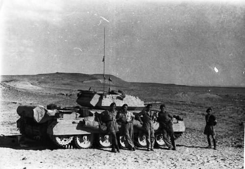 1ère Cie des Chars- Tintinger, Georges Rey, Letay, Guilloux, MartinezLibye 1942 char crusader Divry et son équipage 1ère Compagnie de chars ADFL