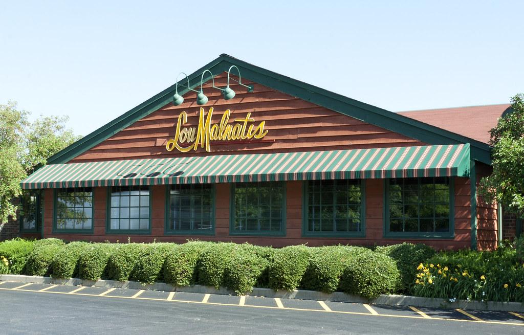 Deep Dish Pizza in Elk Grove Village, IL   Lou Malnati\'s Restaurants