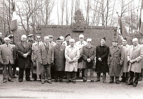 Champagney - Commémoration - FFL franc-comtois et alsaciens devant le monument Brosset, 17 novembre 1991