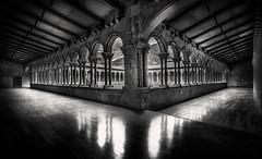 Claustro del Monasterio de Santa María de Ripoll photo by Luciti