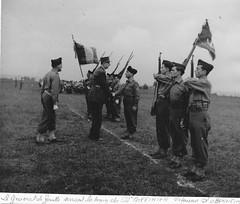 BM 24 - 1945- général de Gaulle et le bataillon