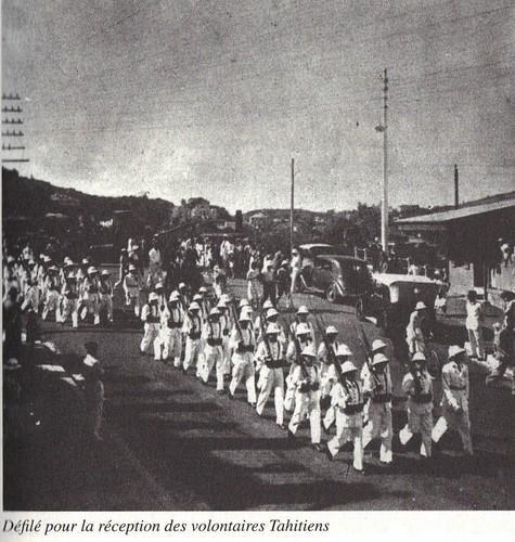BP- 1941-  défilé pour la réception des volontaires tahitiens - Mémoires de Roger Ludeau