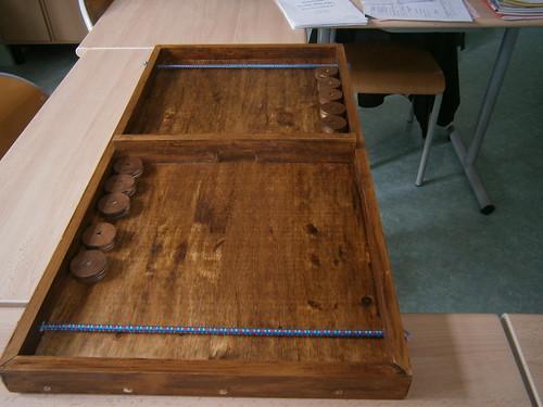 fabrication de jeux traditionnels en bois le passe trappe appel aussi table lastiques. Black Bedroom Furniture Sets. Home Design Ideas