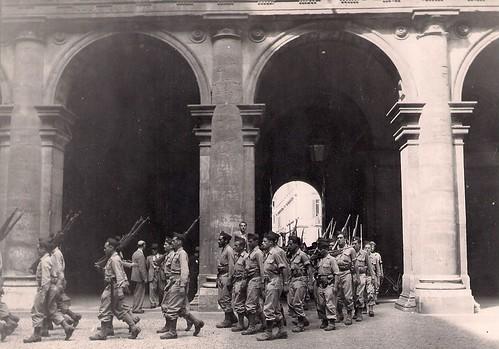 Les troupes françaises du BIMP traversent Rome (photo OFIC, coll. Bongrand Saint Hillier)