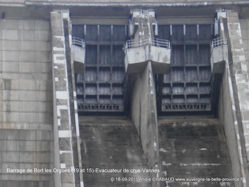 Barrage de Bort les Orgues (19 et 15)-Evacuateur de crues-Vannes