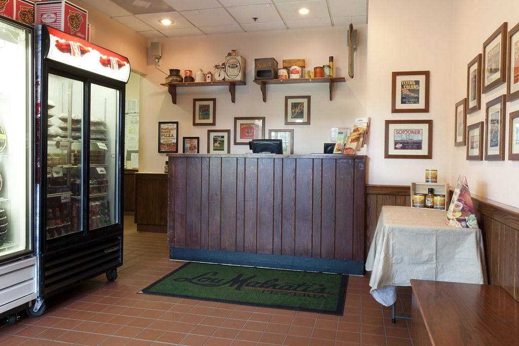Famous Pizza in Elmhurst, IL | Lou Malnati's
