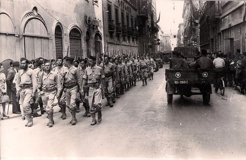 Les troupes françaises du BIMP défilent dans Rome, juin 1944 (photo OFIC, coll. Bongrand Saint Hillier)