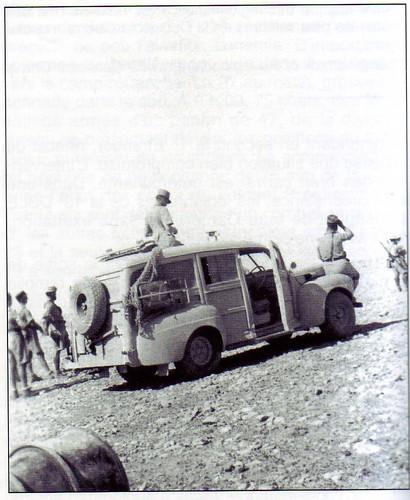 1942 - Bir Hakeim - camionnette PC du general Koenig - Babonneau sur l'aile