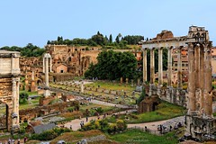 Rome : Roman Forum / Temple of Saturn. photo by Pantchoa
