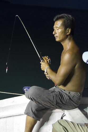 船長示範如何釣小管