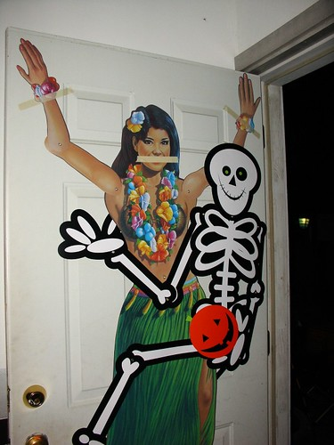 skeleton_and_hula_girl