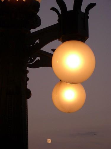 Street lights & the Moon 街灯とお月様。