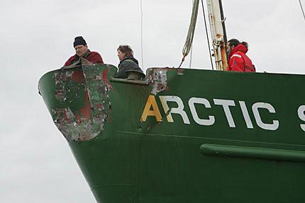 speronamento-arctic GREENPEACE