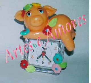 Relógio com Porquinha em Biscuit