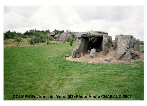 DOLMEN de Cournols-Environs de Murol (63)