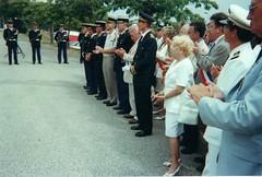 Hyères 21 aout 2000- Devant la plaque du Golf-Hpotel Madame Magendie - Fonds P. Tropet