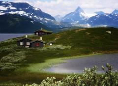 Norway - landscapes: Along lake Tyin in Jotunheimen photo by JRJ.