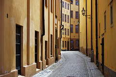 Yellow Gamla Stan photo by pietkagab (on the road)
