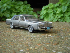 1986 Lincoln Town Car 1:43 Scale Model by Neo photo by PaulBusuego