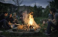 Gardeners preparing dinner photo by Andrej Trnkoczy