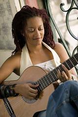 SaraT_playing_guitar