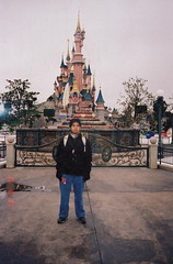 Di hadapan Sleeping Beauty Castle, Disneyland Paris, France