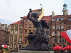 Sebuah Statue di Market Square, Warsaw, Poland