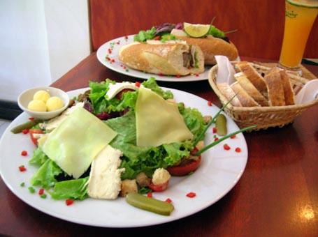 Maison Vanille Salad and baguette