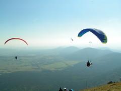 Cadena de volcanes de Auvergne y algunos parepentistas