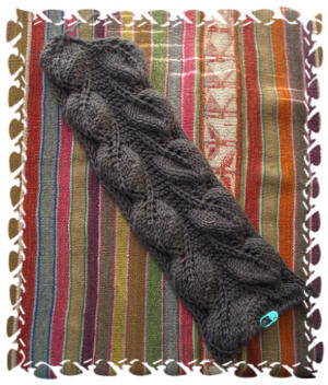 2005-10-16 backyard leaves scarf 008